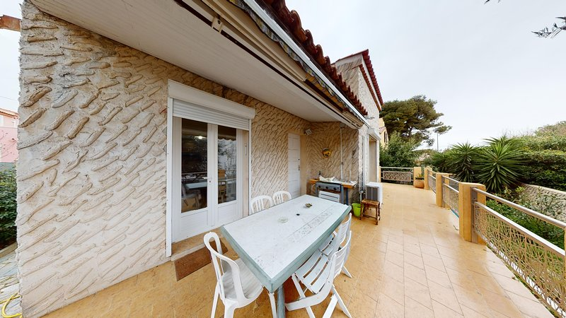 location de vacances ,villa sur terrainde 600m2, holiday rental in Sausset-les-Pins