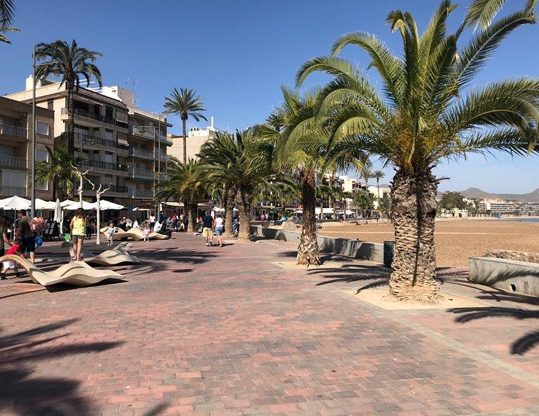 På paseo Puerto de Mazarron