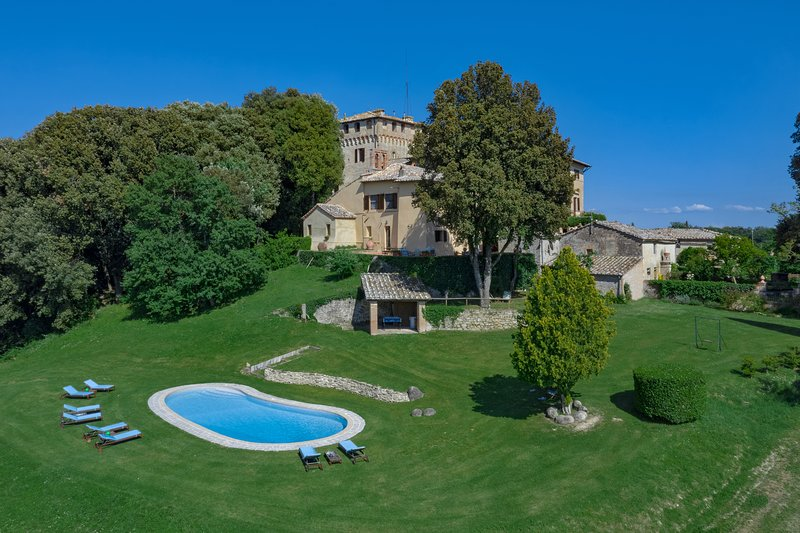 Stunning family retreat overlooking the Tuscan valleys, Ferienwohnung in Buonconvento