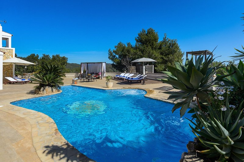 Bonaire, Large terrace villa suitable up to 10 guests, with pool, holiday rental in Sant Jordi
