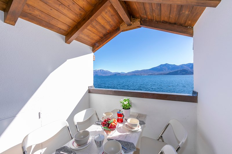 Blu Lake apartment on Ghiffa Beach, holiday rental in Premeno