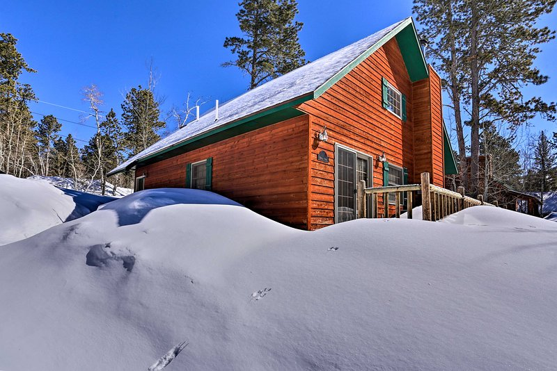 Spend a week in the South Dakota wilderness at this Lead cabin!