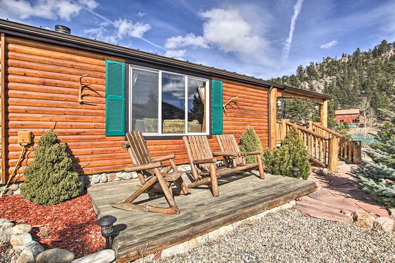 Experience Estes Park like never before from these family-friendly cabins!