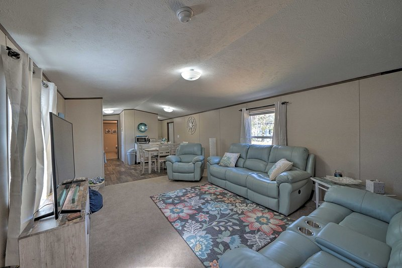 This 3-bed, 2-bath mobile home is perfect for families and friends.