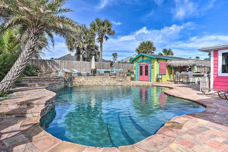 NEW! Tropical Beach Digs: Tiki Bar, Pool + BBQ!, holiday rental in Fernandina Beach