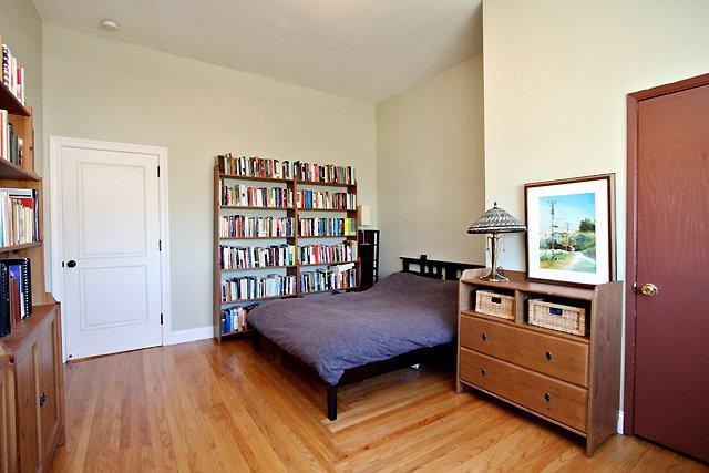 Quiet, Sunny Furnished Top Floor Studio. Low EMFs. Monthlong stay = half price., alquiler vacacional en Oakland