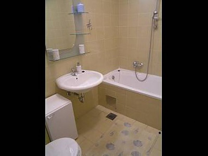A1-B4(4)PL: bathroom with toilet