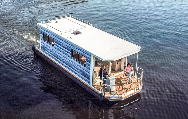 Beautiful ship/boat in Hennigsdorf with 1 Bedrooms (DBE153), holiday rental in Oranienburg