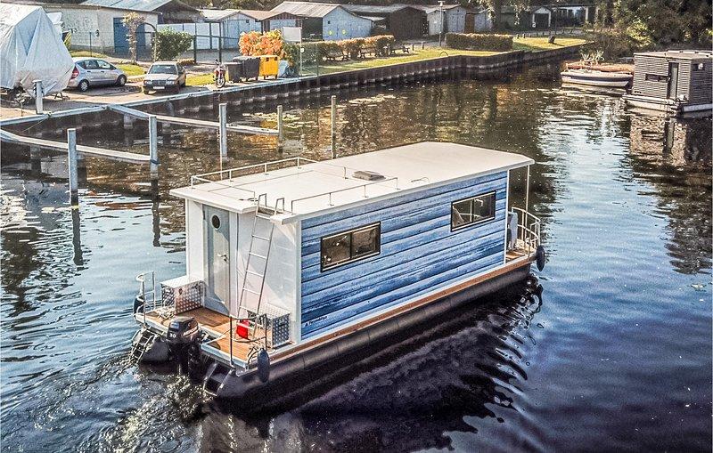 Nice ship/boat in Hennigsdorf with 1 Bedrooms (DBE152), holiday rental in Oranienburg