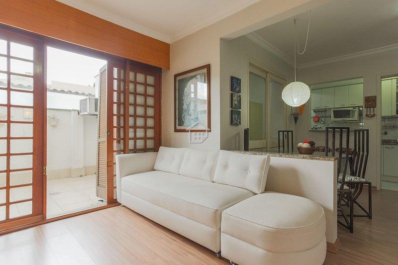 Apartamento completo em bairro nobre - c/ garagem, holiday rental in Viamao