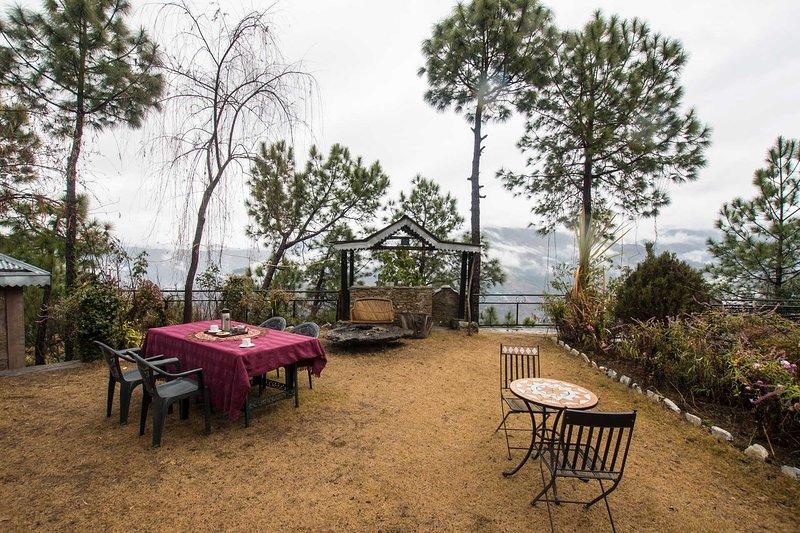 Leopard's Den Studio by Vista Rooms, holiday rental in Rajgarh District