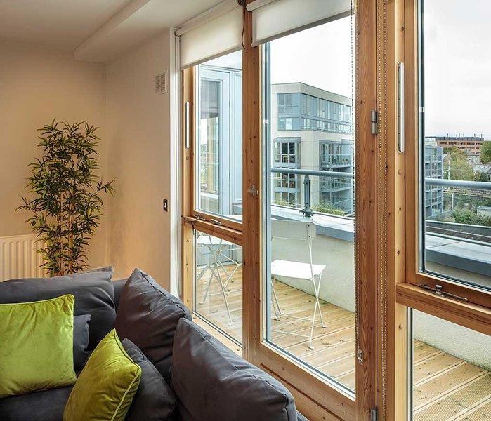 IDEAL LOCATION-BALLSBRIDGE 1BR-1BA APT WID BALCONY, holiday rental in Howth