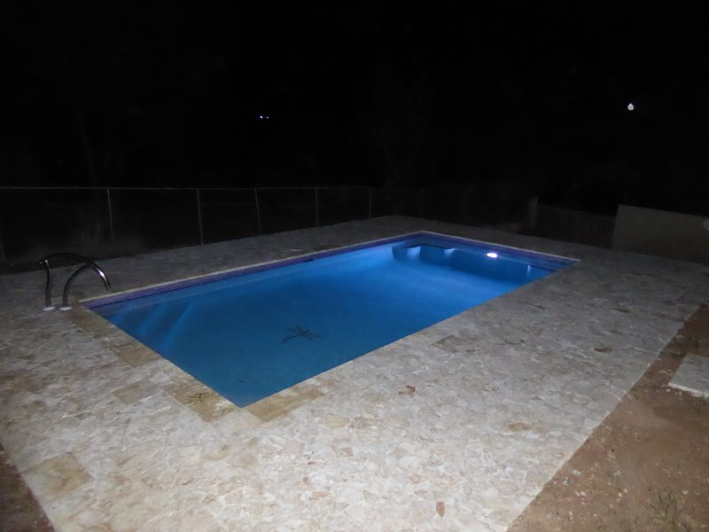 Astounding 4BR/3B/2K WiFi A/C Walk to El Poblado Private Pool Billiard Ping Pong, holiday rental in Boqueron
