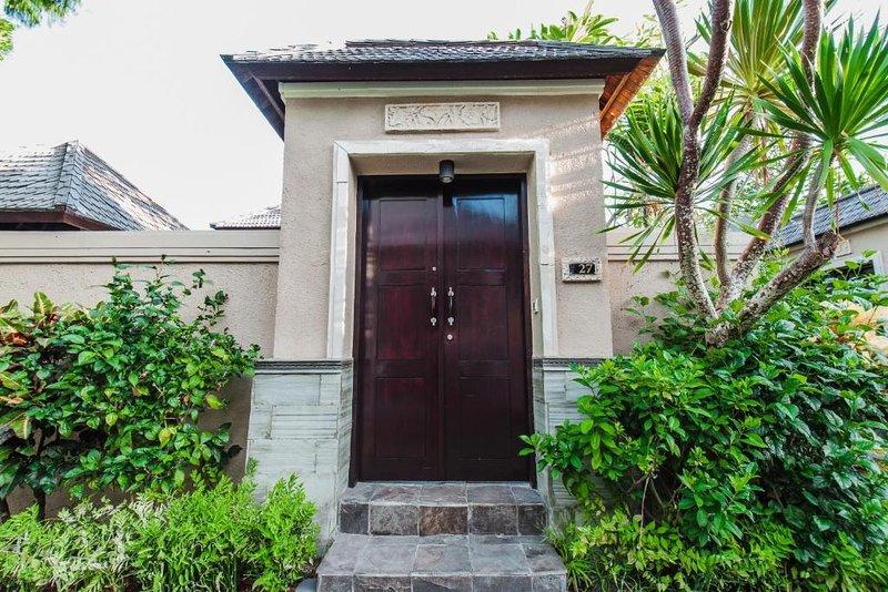 1 BR Nice private villa, private pool, quiet location, large and spacious rooms, location de vacances à Kerobokan