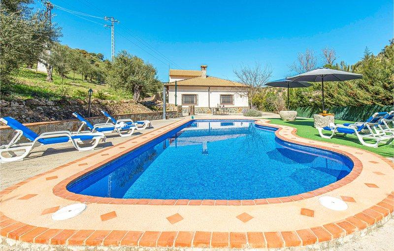 Stunning home in El Gastor with WiFi and 3 Bedrooms (EAC293), holiday rental in El Gastor