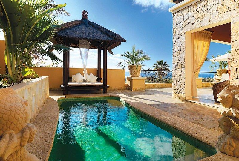 Luxury 1 bedroom resort apartment w/ king size bed, holiday rental in La Caleta