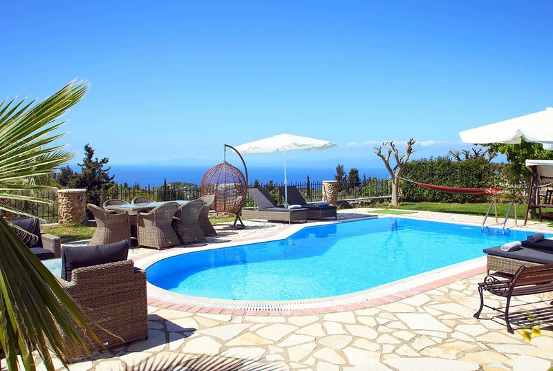 Villa w/ sea views and close to village and beach, vacation rental in Kavallos