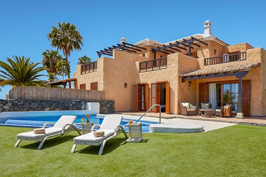 3 bedroom villa with pool, A/C and WIFI, holiday rental in La Caleta