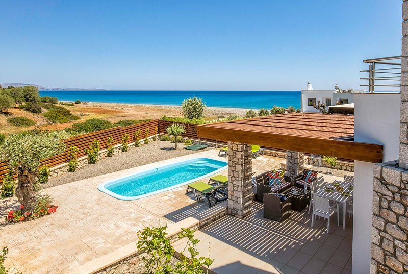 2 bed villa located in front of the Gannadi Beach, holiday rental in Lachania