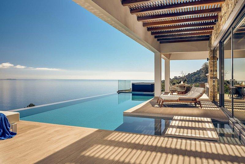 Beautiful villa, incredible views, infinity pool, location de vacances à Marathias