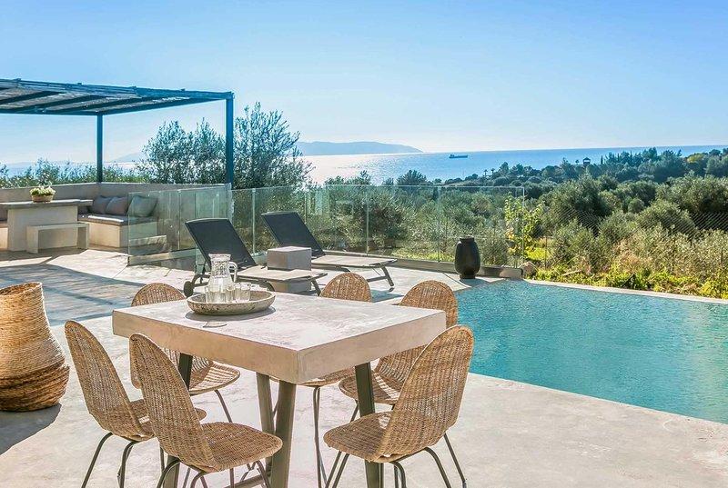 Sea views, peaceful, smart decor nearby tavernas, vacation rental in Mousata