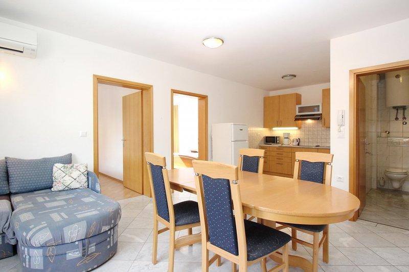 Holiday home 106673 - Holiday apartment 6754, vacation rental in Batomalj