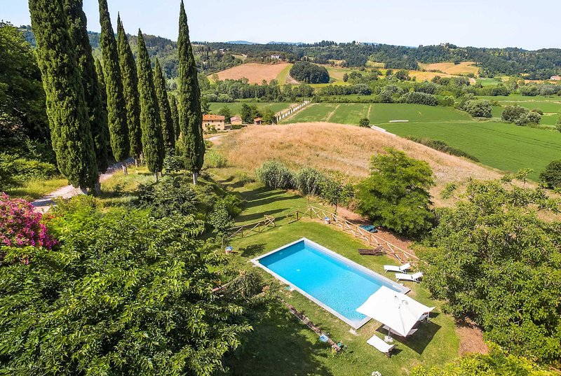 Located in the Tuscan hillside with stunning views, alquiler vacacional en Ghizzano