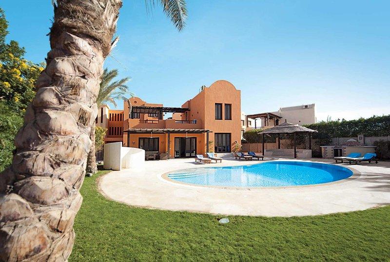 Quiet villa clsoe to marina with pool & garden, vacation rental in Hurghada