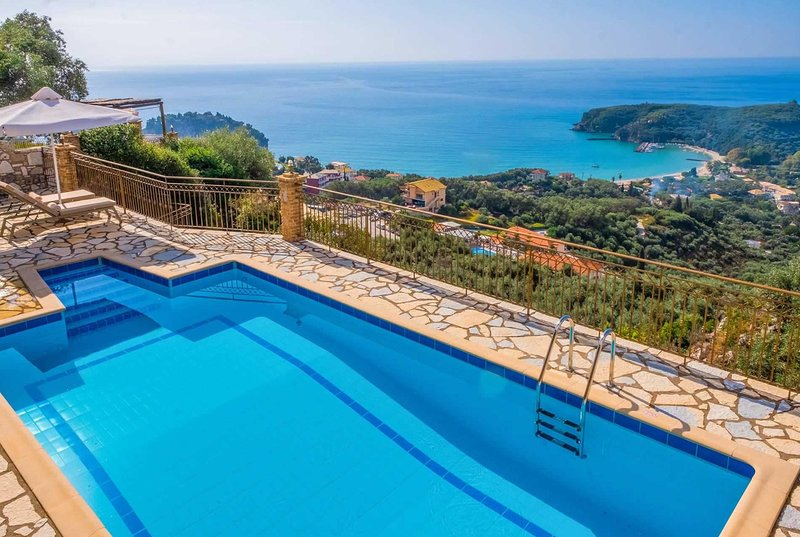 Hillside villa overlooking Parga with pool, holiday rental in Margariti