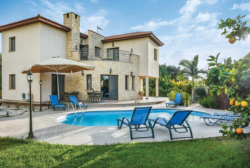 Large 4 bed villa, perfect for families, vacation rental in Limni