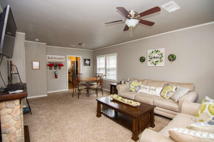 New to Rental! Nestled in Arlington's Entertainment District - Newly Updated - Q, casa vacanza a Mansfield