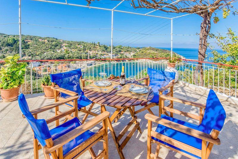 Centrally located 2 bedroom apartment w/WIFI & A/C, holiday rental in Loggos