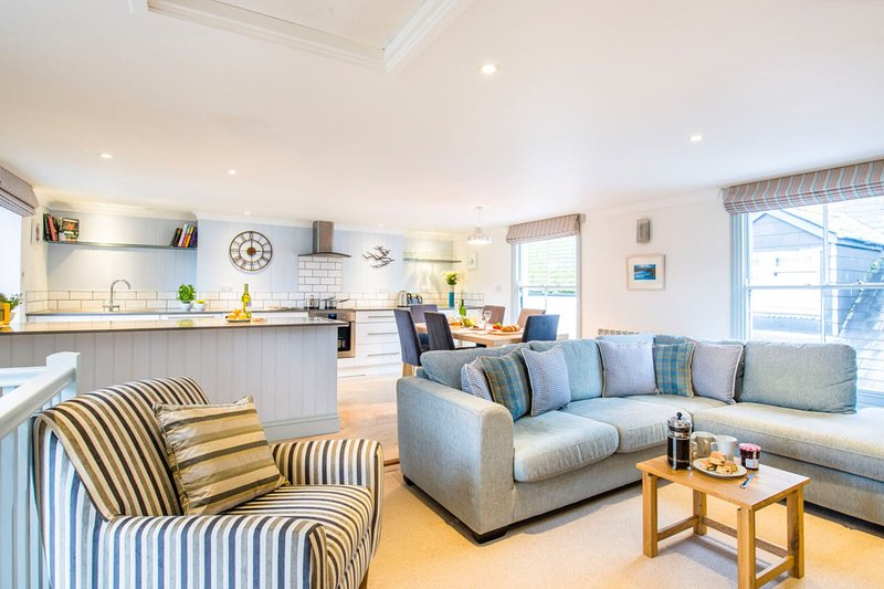 Pont View - A stylish apartment in the middle of Fowey with furnish roof terrace, alquiler vacacional en Fowey