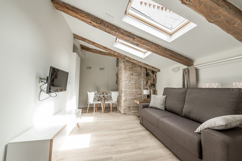 Apartamento Tematizado 301 Luis Buñuel, alquiler vacacional en Teruel
