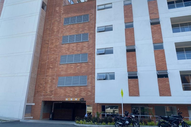 Our three bedroom and two bath apartment is an excellent option for friends or family to stay in an excellent Medellin zone. There is plenty of transport and entertainment options nearby and the apartment has great light and has everything you need f...