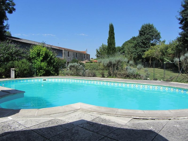 Gite 3* a la compagne - Le Tournesol, holiday rental in Moragne