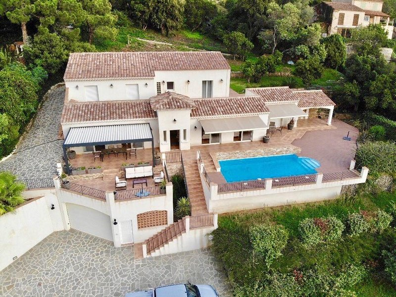 Amazing villa with swimming-pool, holiday rental in Rayol-Canadel-sur-Mer