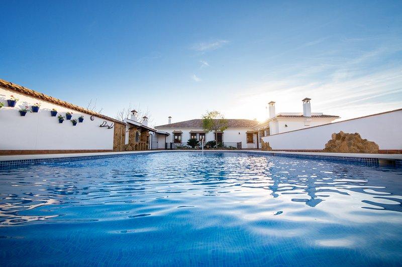 Casa Rural cerca de Córdoba con piscina, ideal familias, casa vacanza a Rivero de Posadas