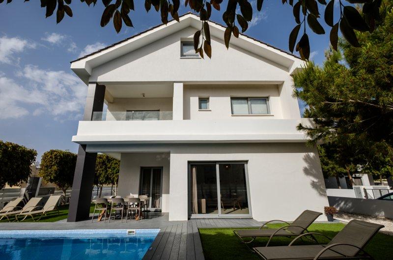 The Lighthouse Villas - Villa 9, vacation rental in Pervolia