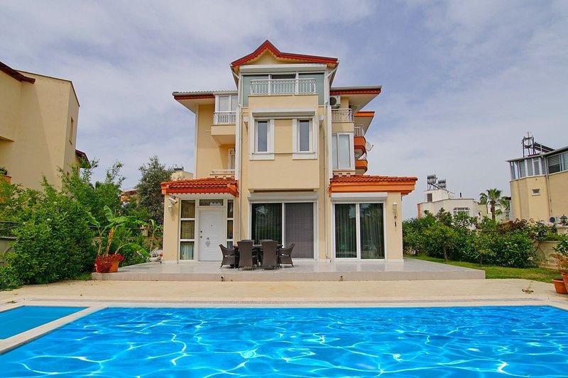 Luxury Private Pool 3-Bedroom Villa, vacation rental in Kadriye