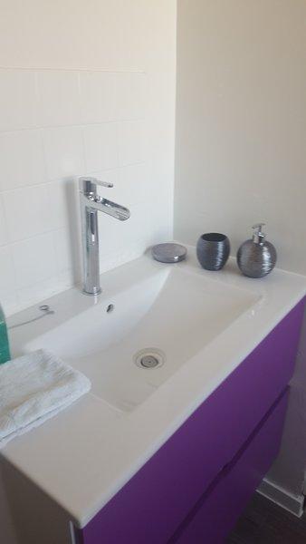 Appartement avec gardien et parking, holiday rental in Littoral Region