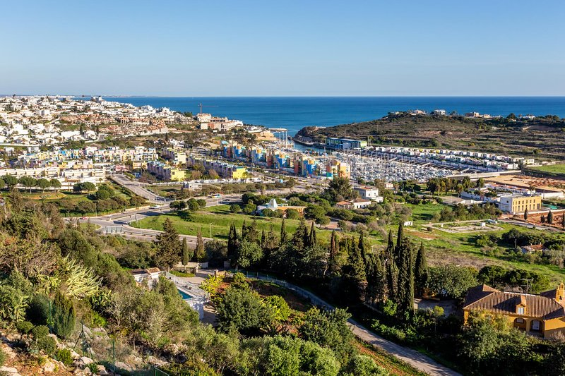 MARIE LUISA Luxury villa,private pool,hill-top,games room,AC,WiFi,ocean view, holiday rental in Albufeira