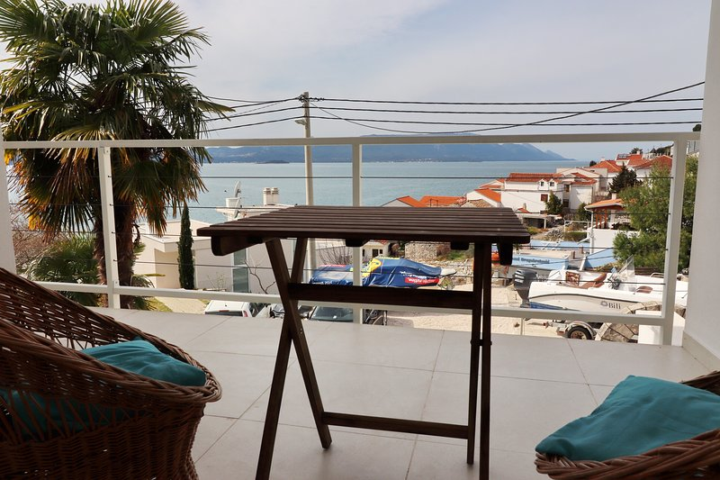 Rosemary - Three Bedroom Holiday Home with Terrace and Partial Sea View, holiday rental in Komarna