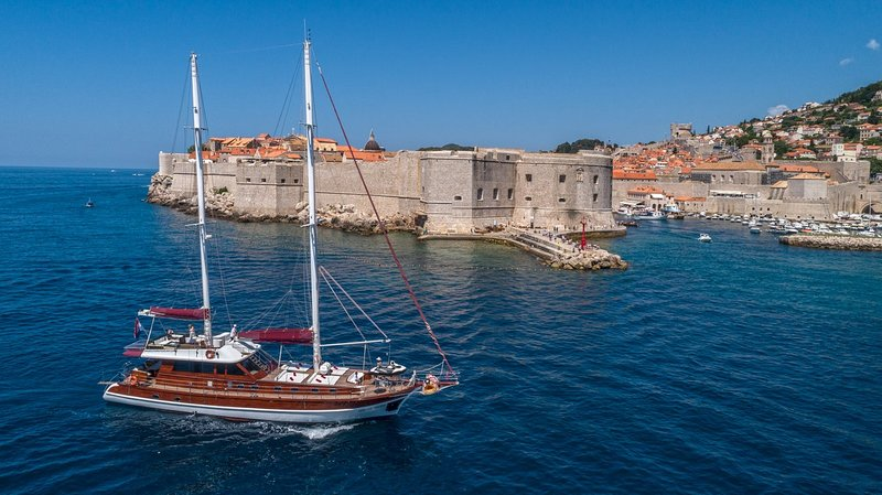 Gulet Adriatic Holiday - for relaxed cruising with great hospitality!, vacation rental in Dubrovnik