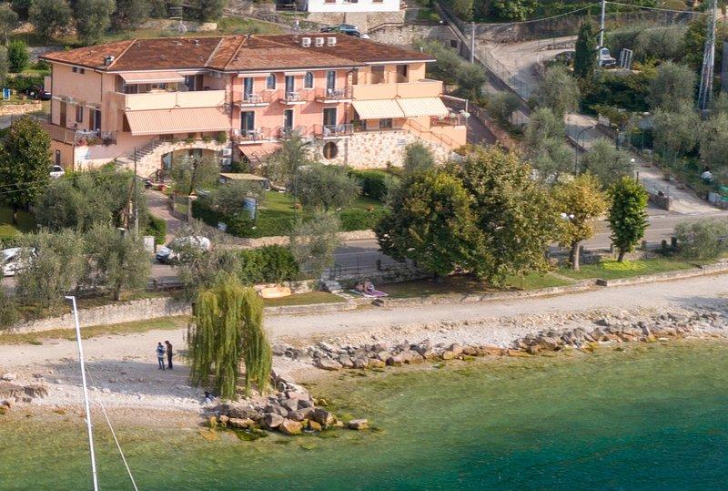 Residence Villa Margherita monolocale piano terra, Ferienwohnung in Castelletto