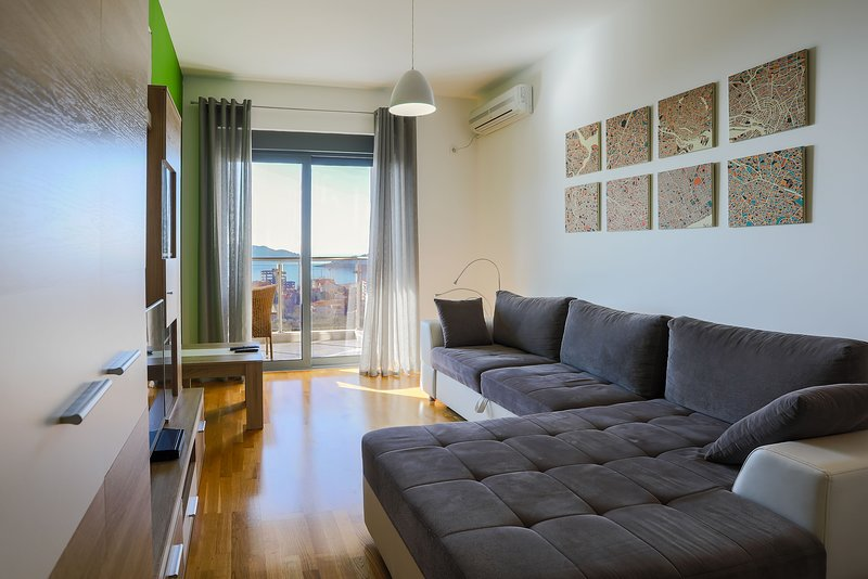 Apartment Sky View - One Bedroom Apartment with Balcony and Sea View, alquiler vacacional en Rafailovici