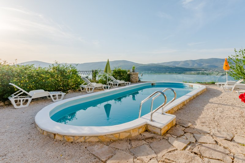 Apartment Sea Star - Three-Bedroom Apartment with Pool and Sea View, holiday rental in Zedno