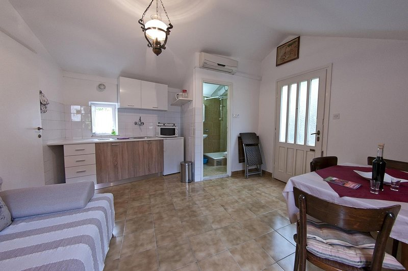 Apartment Niki - One-Bedroom Apartment with Balcony, holiday rental in Sumet