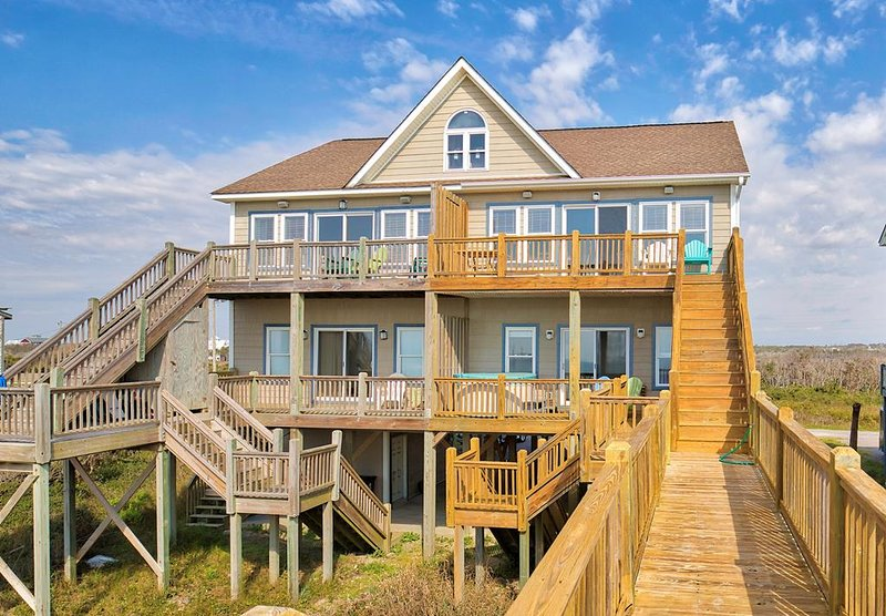 Goldsboro Lane 209 Oceanfront!   Hot Tub, Internet, Jacuzzi Discounts Available-, holiday rental in North Topsail Beach