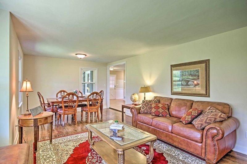 NEW! Home w/Deck, <2 Mi. Augusta Nat'l Golf Club!, vacation rental in North Augusta